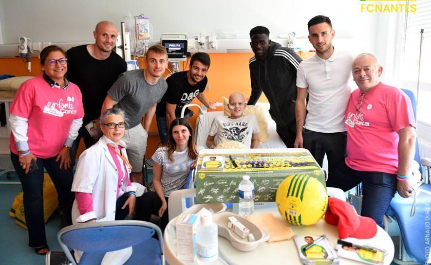 Soccer players visit children of the University Hospital of Nantes