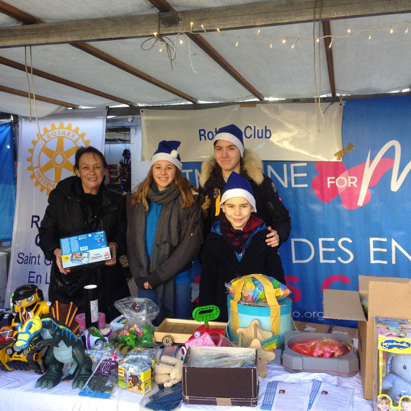 vente de jouets Rotary Club de Saint-Germain-en-Laye au profit de l'association Imagine for Margo