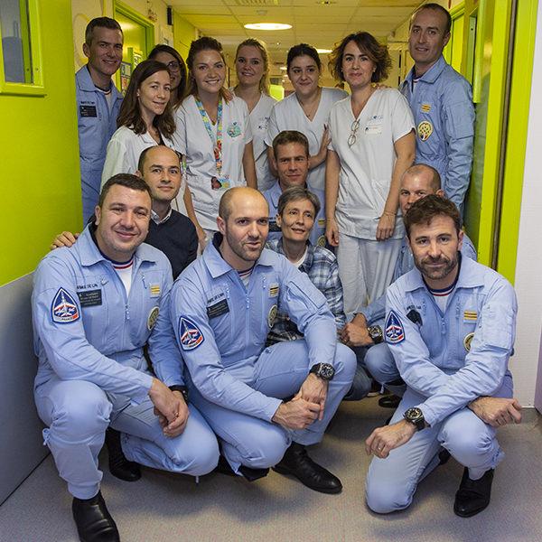 La Patrouille de France a rencontré des petits guerriers à l'hôpital Trousseau