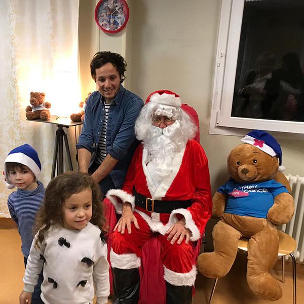 Vianney rend visite aux enfants pour Noël dans les hôpitaux
